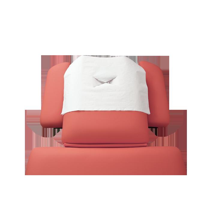 Nasenschlitztuch auf roter Kopfstütze